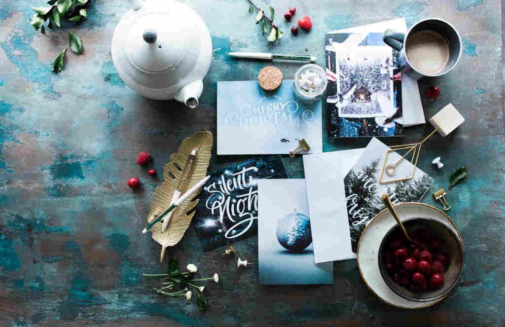 Tutto per coccolarsi durante un giorno freddo d'inverno in preparazione alla festa di Natale. Buona feste da Katrin Walter di simply walter. Foto: Unsplash (Brooke Lark)