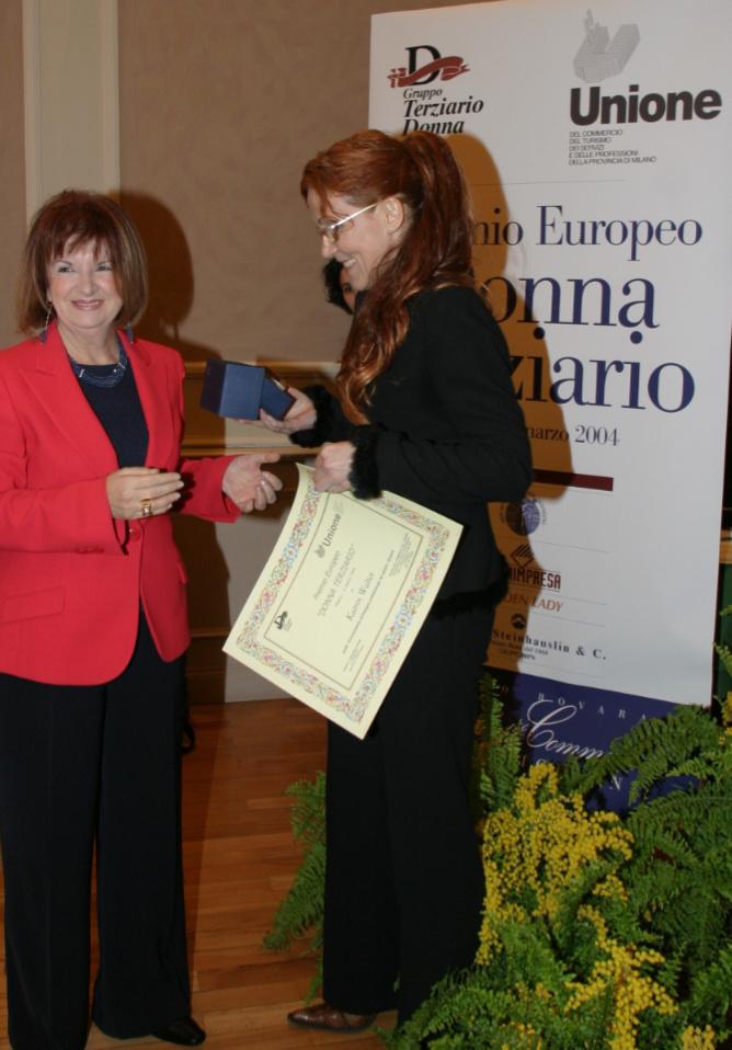 """Premio """"donna terziario"""" attribuito dalla ell'Unione commercio turismo servizi della provincia di Milano nell'anno 2004 per Katrin Walter"""
