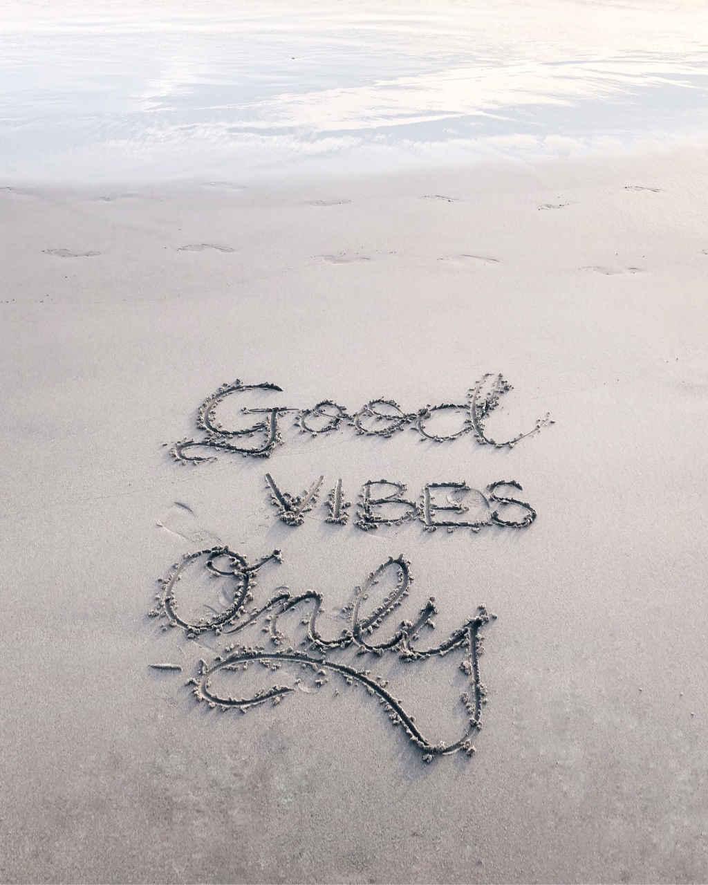 Nella foto la scritta Good Vibes only … consiglio come comportarsi con i tedeschi. simply walter, taduttore doc italiano-tedesco